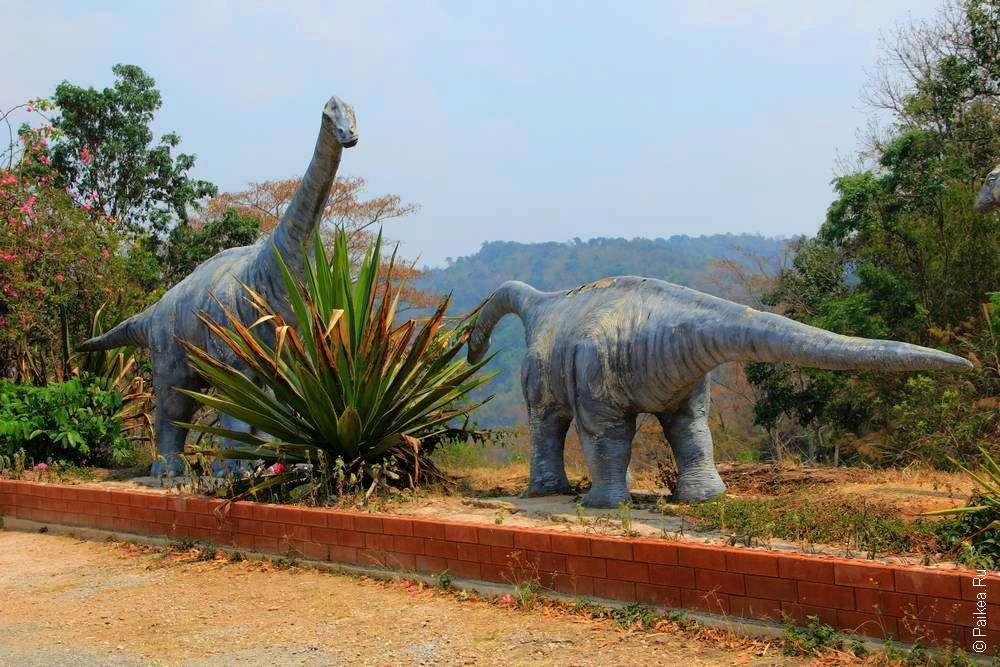 Статуи динозавров в Северном Таиланде