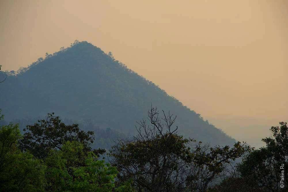 Закат над холмом