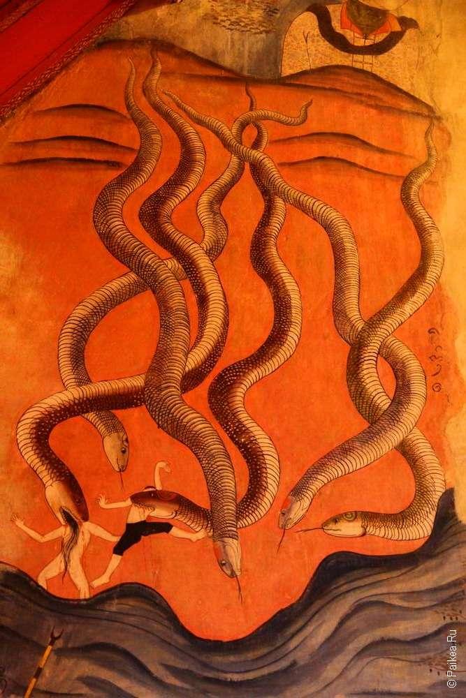 Изображение гигантских змей на фресках