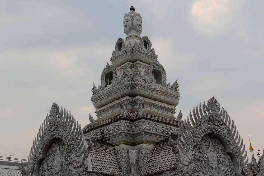 Украшение на крыше тайского храма
