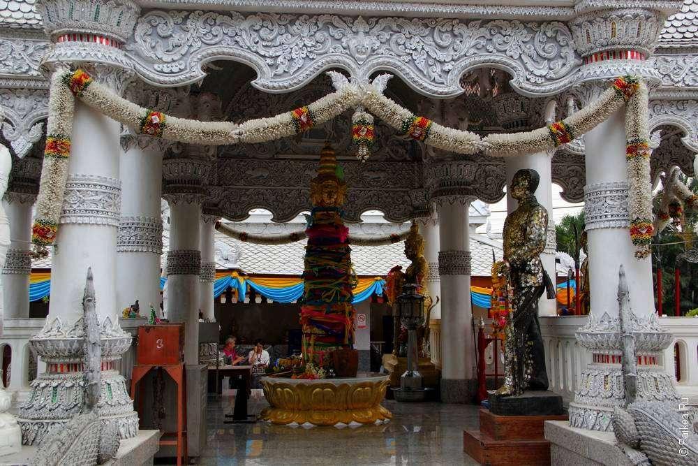 Городская колонна в тайском храме