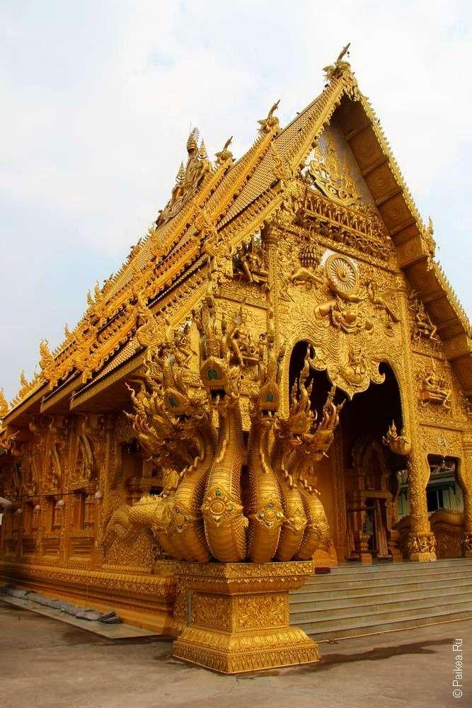 Золотой храм в городе Нан