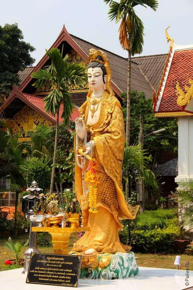 Китайская скульптура в храме Таиланда