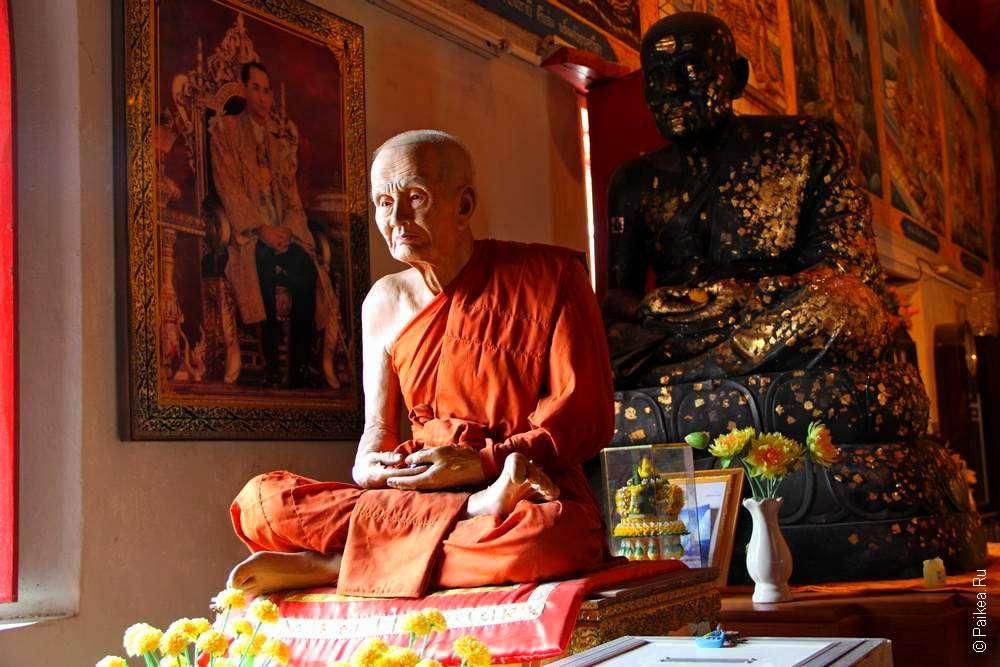 Восковая фигура тайского монаха