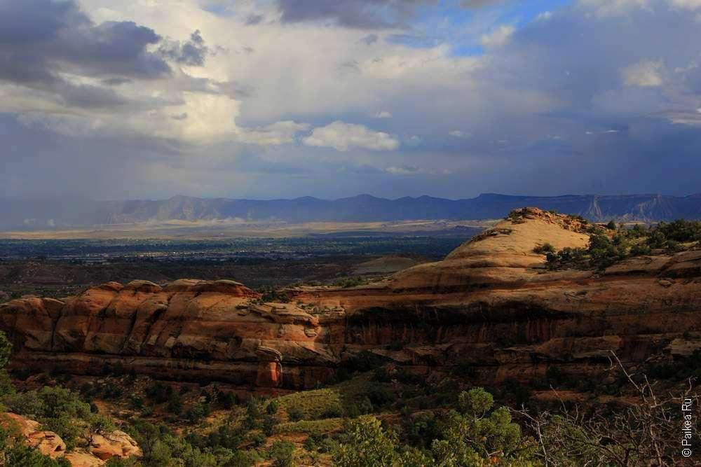 Грозовое небо над каньонами в Колорадо
