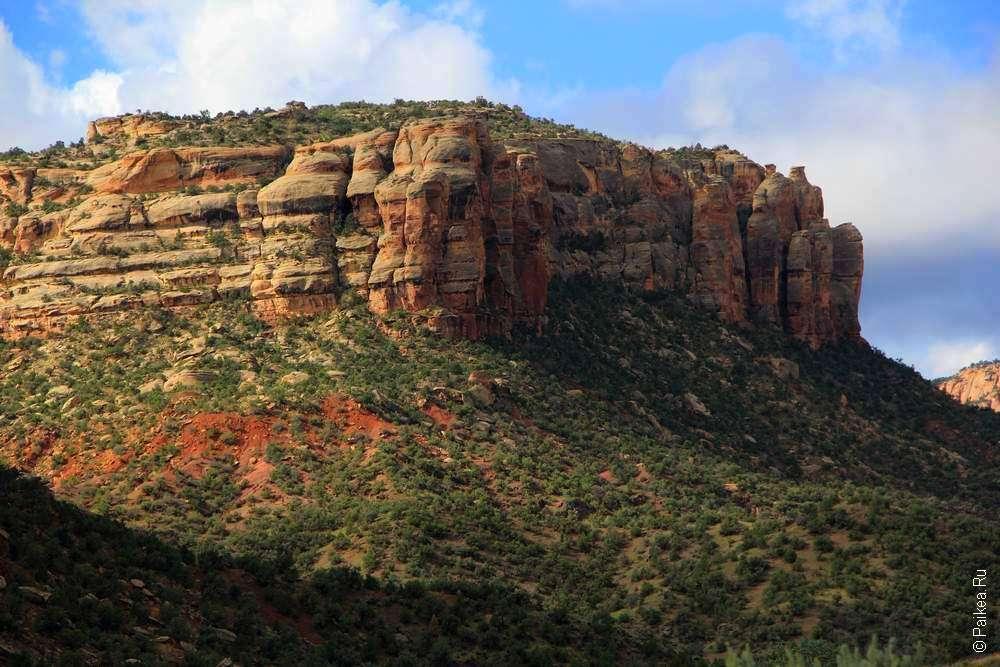 Высокие стены каньона