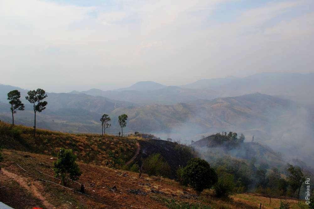 Дым над холмами в Северном Таиланде