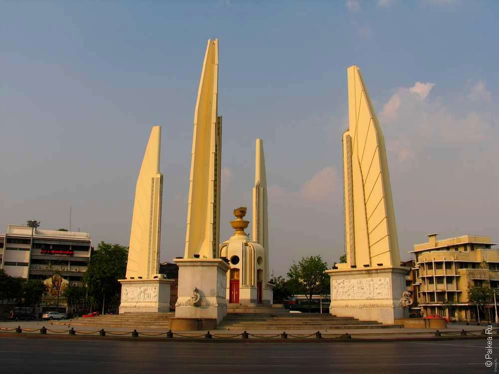 достопримечательности бангкока - монумент демократии