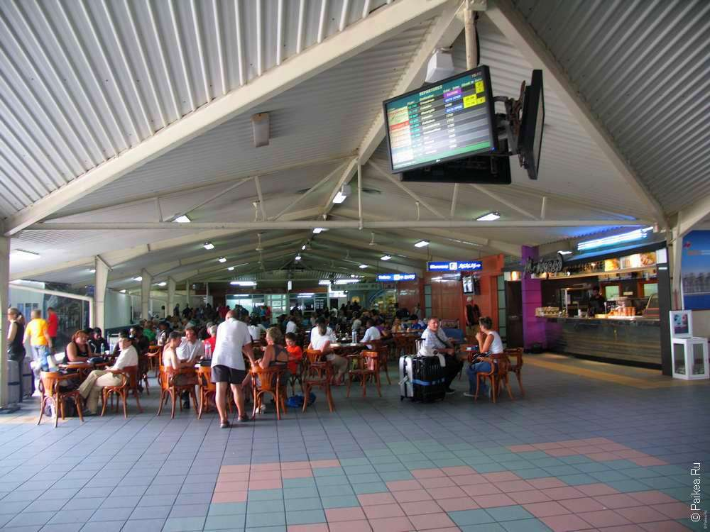табло аэропорта Мале