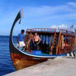 Большая деревянная лодка