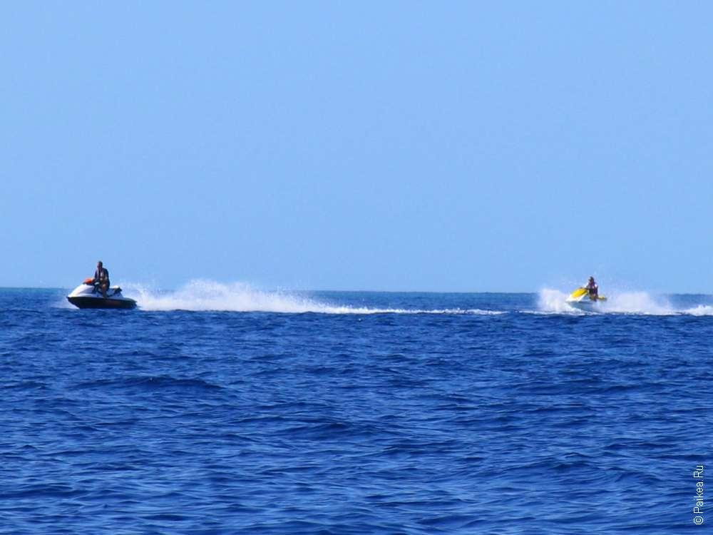 Скутеры в море