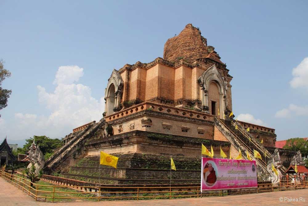 храм изумрудного будды ват чеди луанг