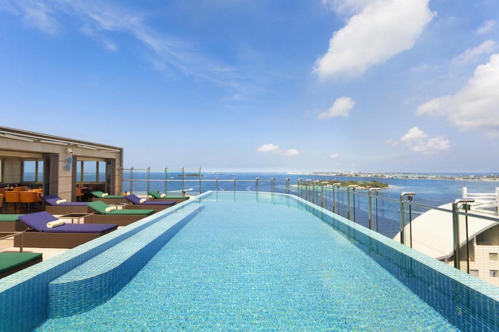 Отель Hotel Jen Malé с бассейном на крыше