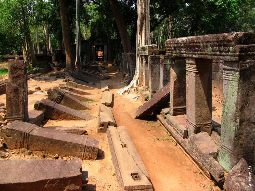 Развалины Прасат Тхома