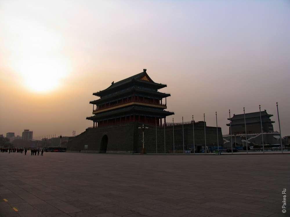 Врата Небесного спокойствия на площади Тяньаньмэнь в Пекине