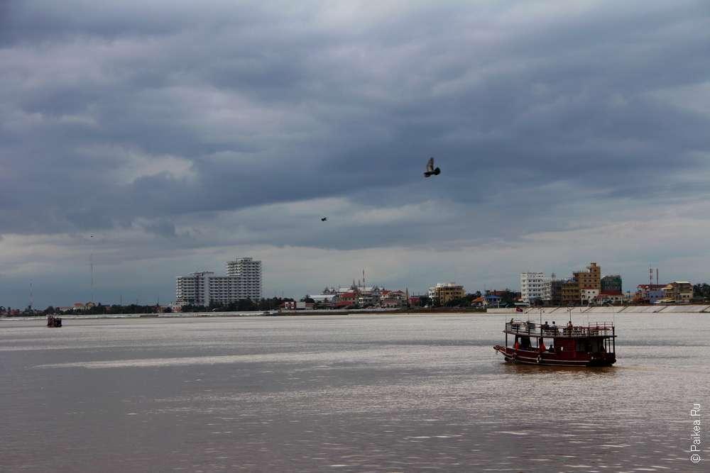 Набережная реки Тонлесап в Пномпене