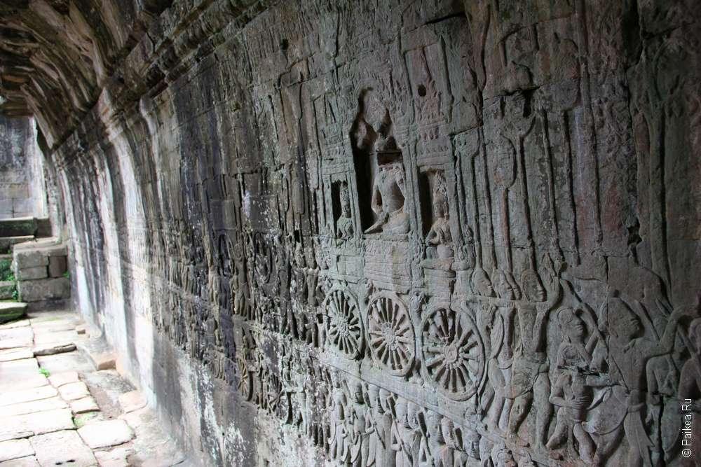 Победа Джаявармана над чамами, Байон, Камбоджа