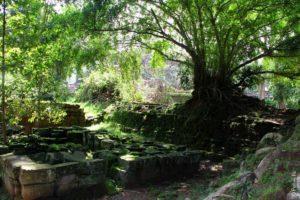 Основание древних построек Ангкор Том