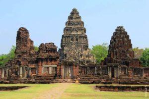 Башня в стиле ангкор ват в храме Пхимай Таиланда Phimai Thailand