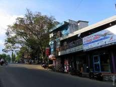 Одна из улиц бывшего колониального города Шри-Ланки