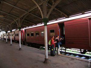 старый поезд в Шри-Ланке
