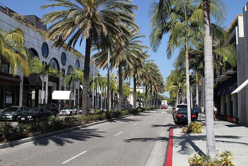 Улица Родео-драйв в Лос-Анджелесе