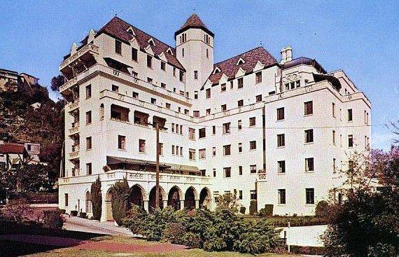 Здание отеля Шато-Мармон