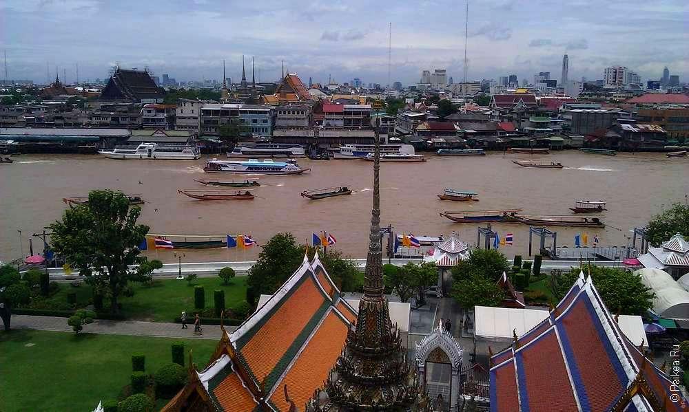 Виды на реку Чао Прайя и Бангкок с Wat Arun