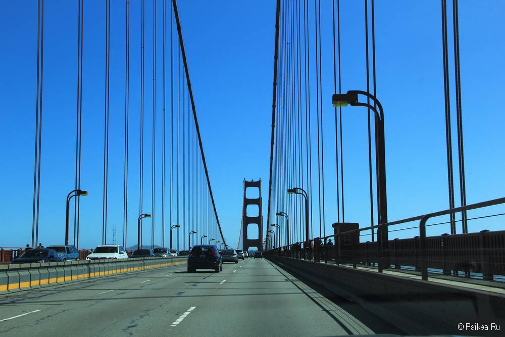 Мост Золотые Ворота в Сан-Франциско на машине