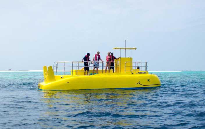 Подводная лодка на Мальдивах