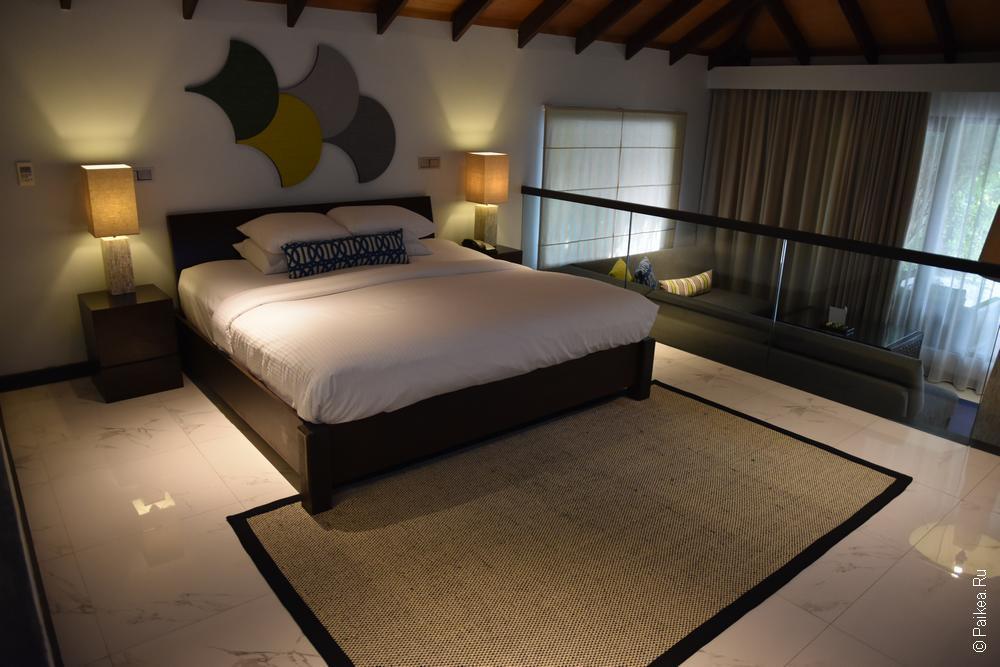Спальня внутри роскошного бунгало