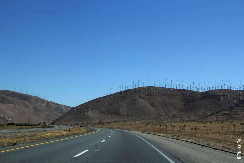 Дорога в Национальный парк Джошуа Три, Калифорния, США