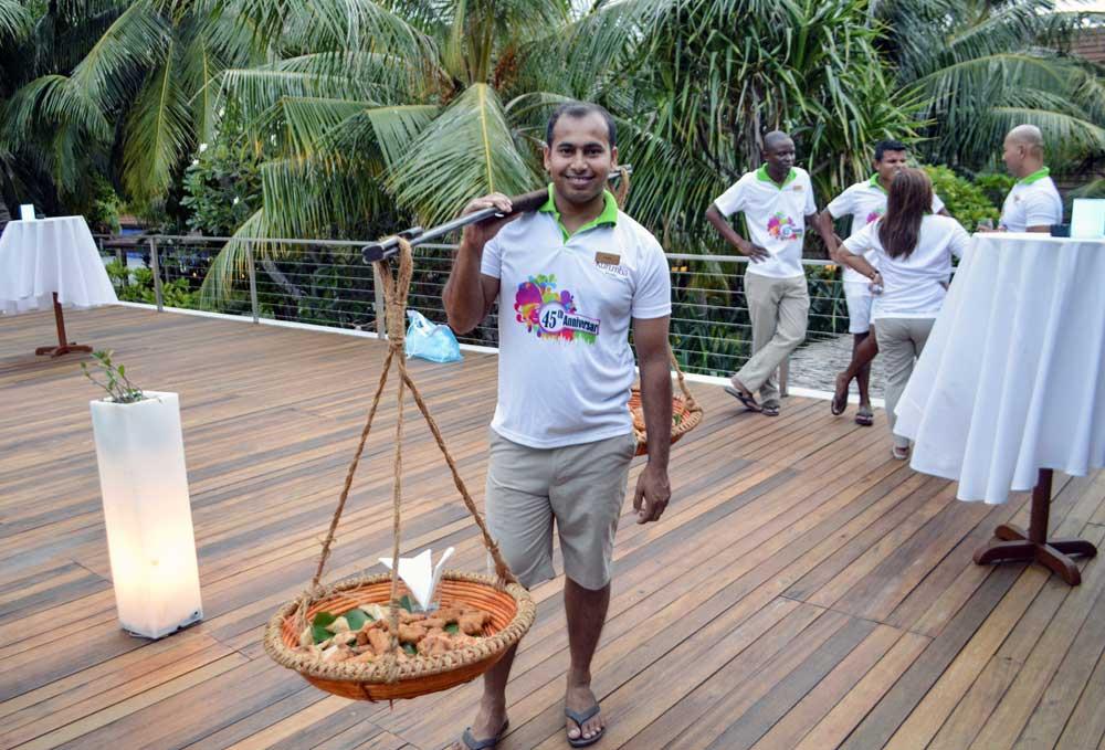 Курумба Мальдивы персонал отеля