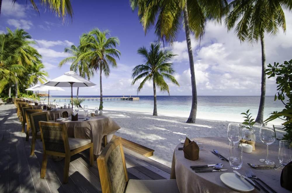 Отель 5 звезд на Мальдивах с домашним рифом