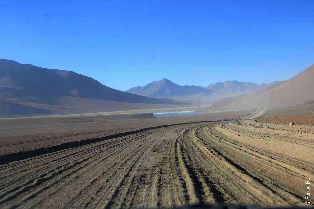 Красивая дорога на Альтиплано в Боливии