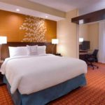 Отель Fairfield and Suites Marriott рядом с парком Арок