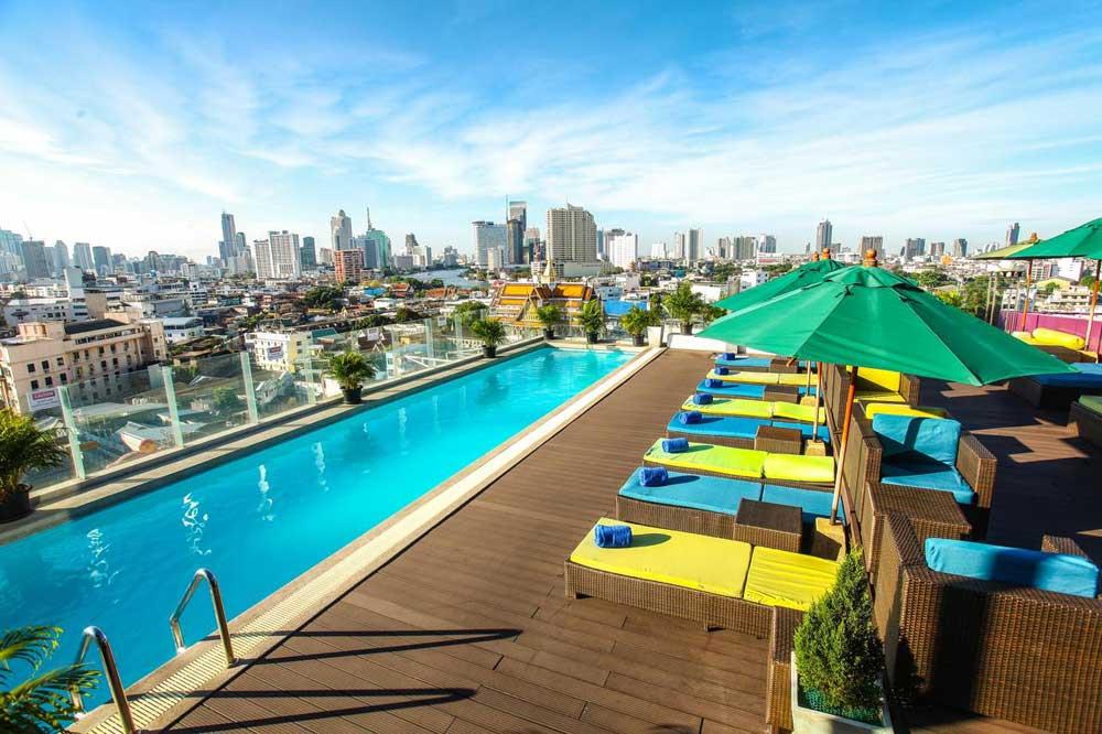 Отель в Бангкоке с бассейном на крыше