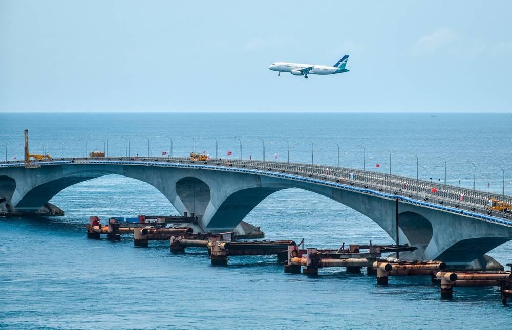 опоры моста на мальдивах