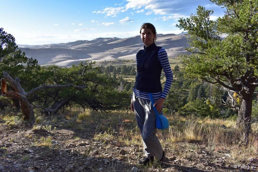 Из пустыни мы поднялись на следующую природную зону. Тут уже растет можжевельник