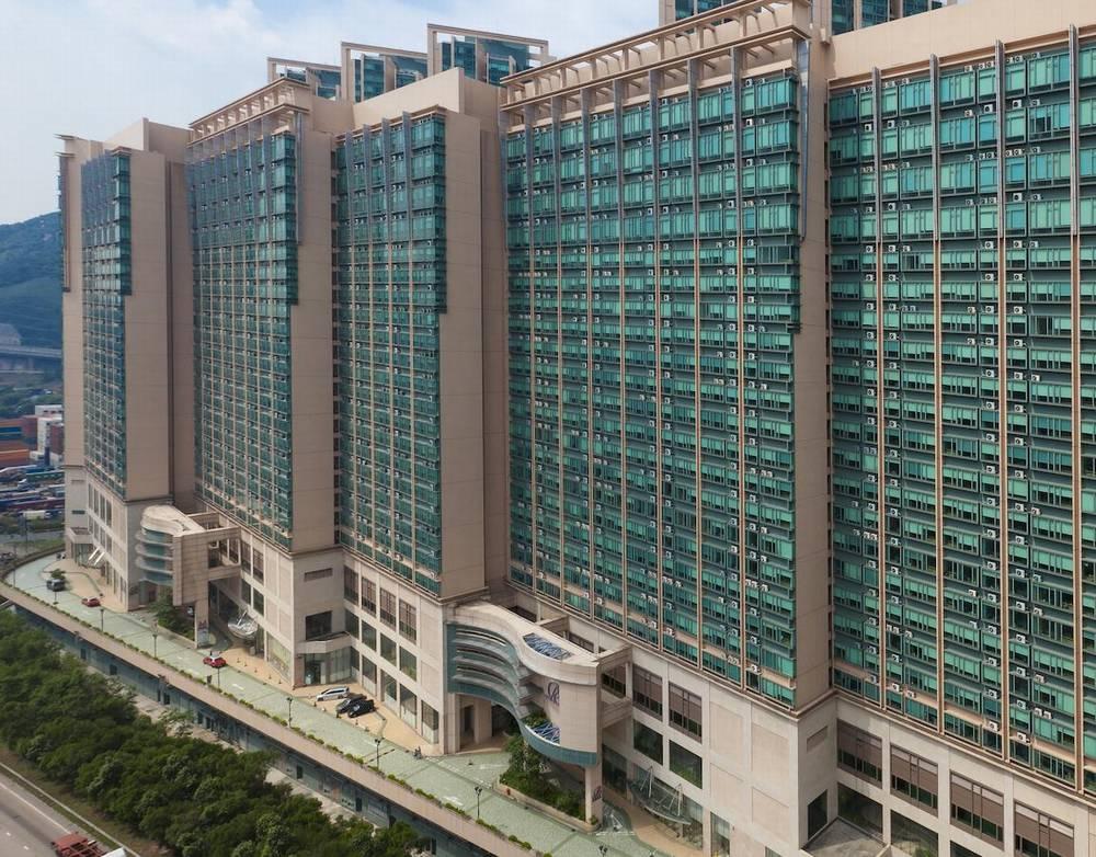 Отели Гонконга с бассейном на крыше