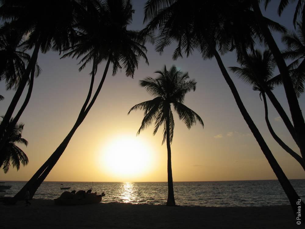 Красивый закат на Мальдивах