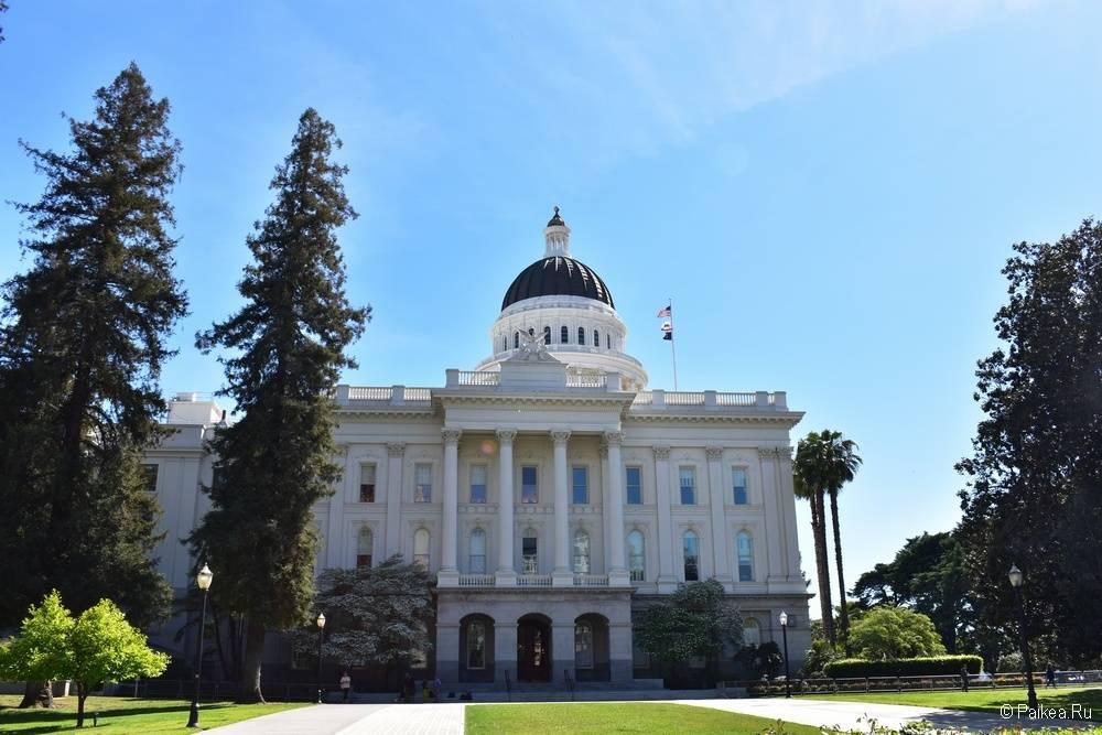 Северная сторона Капитолия Сакраменто Калифорния