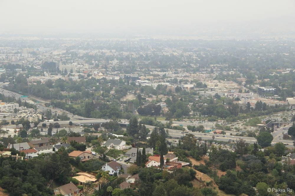 Панорамный вид на Лос-Анджелес с Голливудских холмов