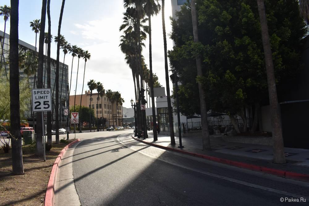 Хороший отель в Голливуде с бесплатной парковкой - Hollywood La Brea Inn, Лос-Анджелес 04