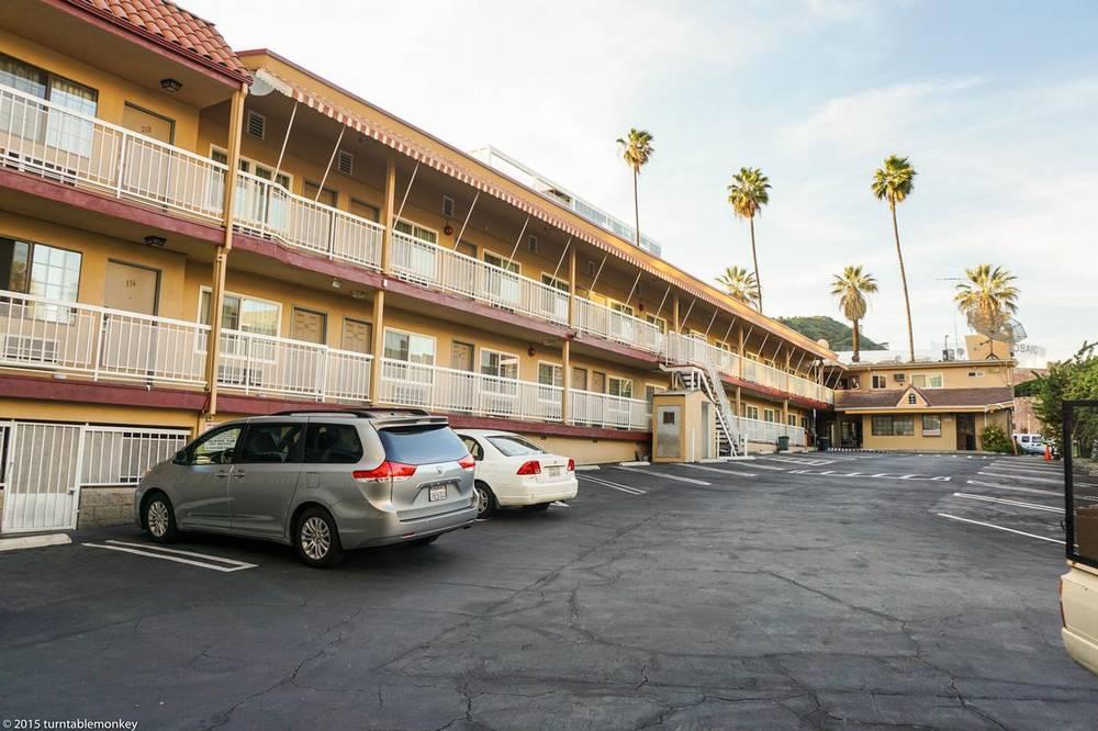 Хороший отель в Голливуде с бесплатной парковкой - Hollywood La Brea Inn, Лос-Анджелес 24