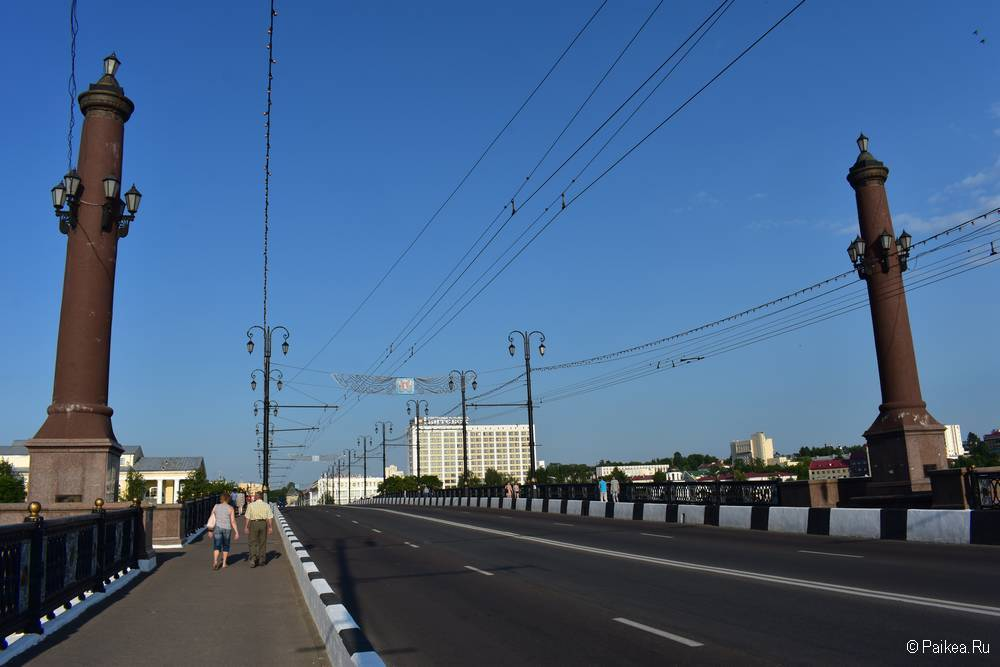 Колонны на Кировском мосту в Витебске