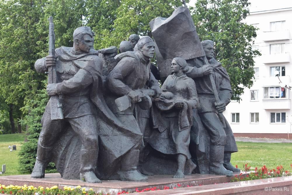 Памятник солдатам на площади Победы в Витебске