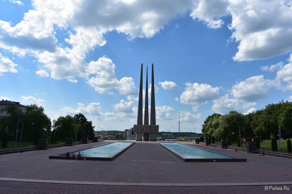 Фонтаны мемориального комплекса Три штыка в Витебске