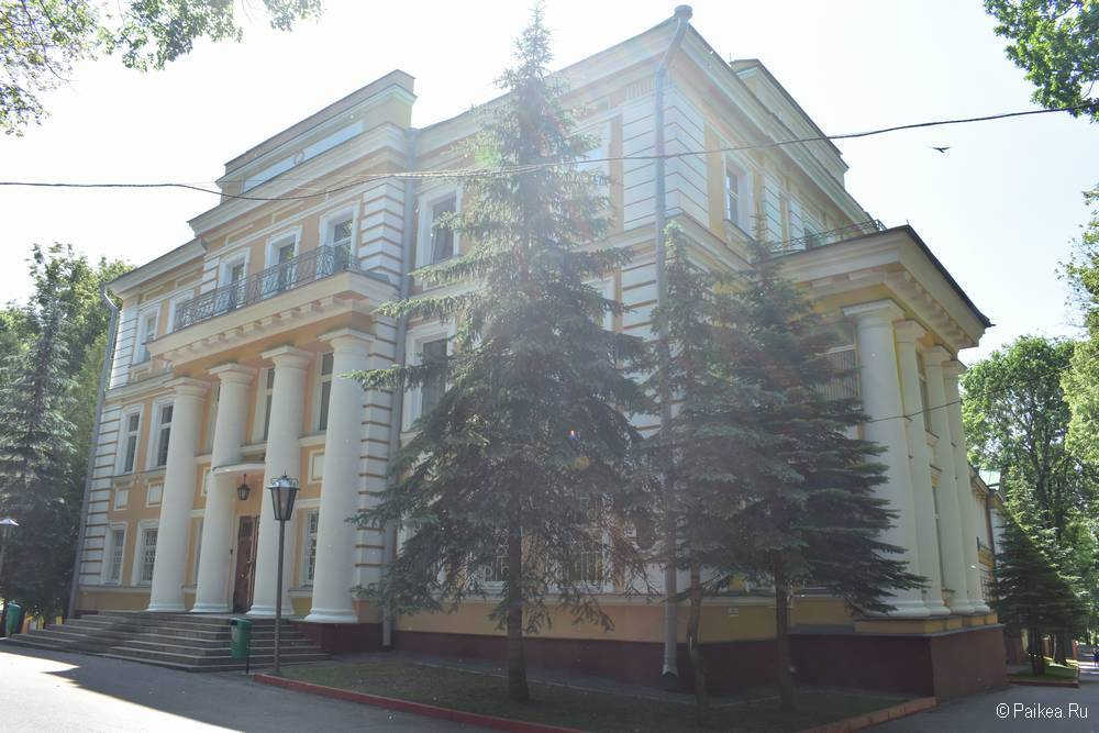 Здание с колоннами, Витебск