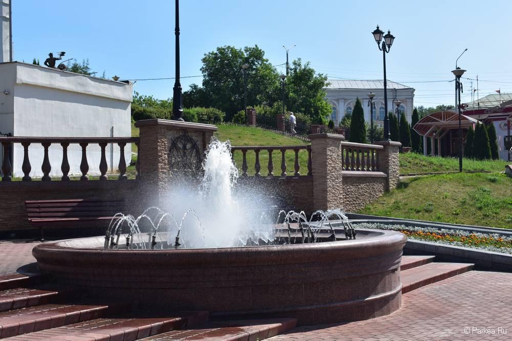 Фонтан в Витебске на берегу реки Витьба рядом с памятником Ольгерду